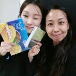 Lee Sung-kyung receives dried mangoes from Pinoy actress
